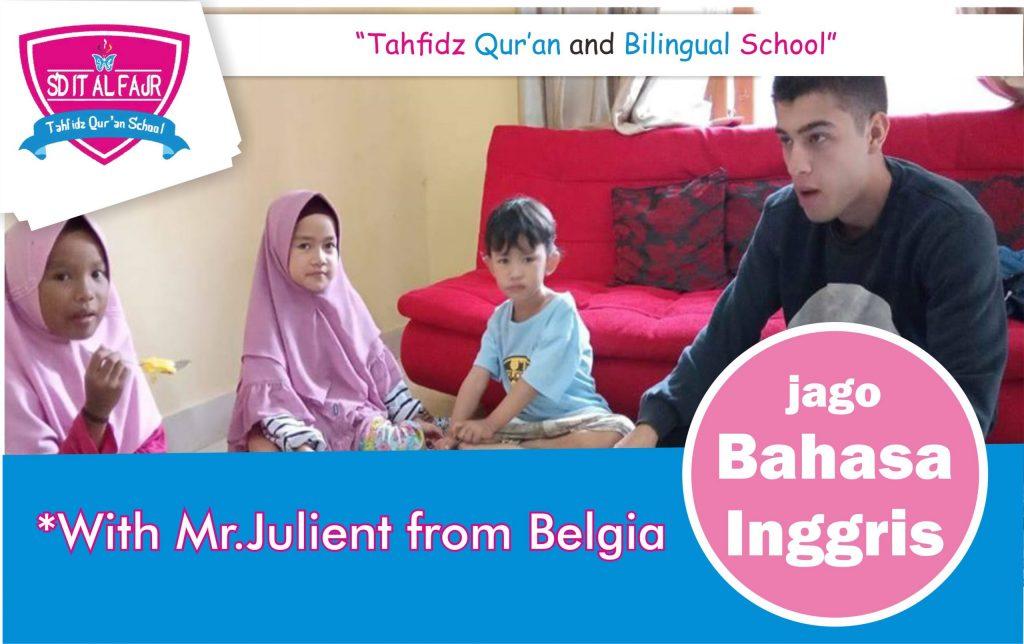 NATIVE SPEAKER MR.JULIAN MIEL MENGAJAR DI PESANTREN DZIKIR AL FATH_SDIT AL FAJR